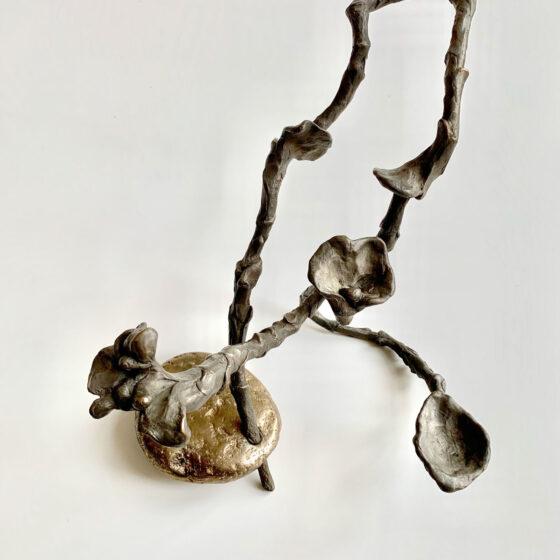 Stone&branch (Wysteria), Uit het tweedonker, 2021, 2 delen brons, Afm. 40 x 24 x 24 cm