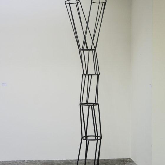 draad sculptuur, VAN EEN NAAR TWEE, 2019, oplage 6, 240 x 75 x 41