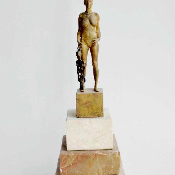 MARIONET, 2020 h 27 cm, b 9 cm, l 9 cm Brons, marmer, koper